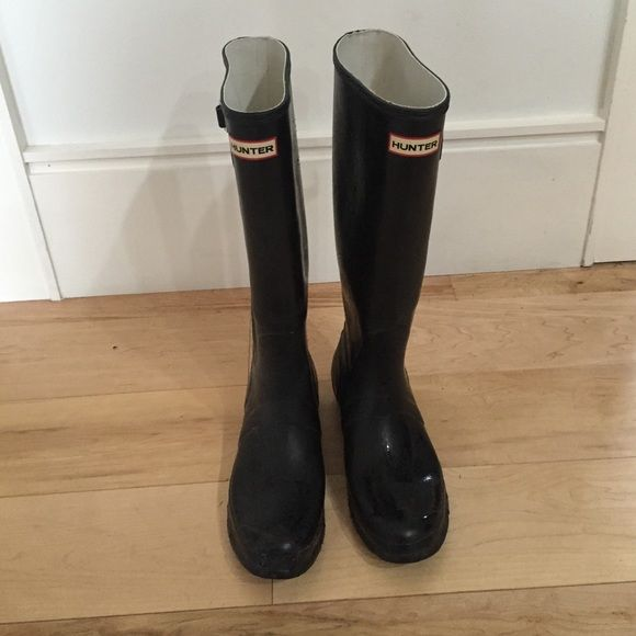 Black Hunter rain boots. 9.5 Gently used matte black Hunter rain boot. 9. Hunter Boots Shoes Winter & Rain Boots