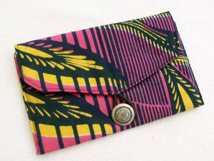 Feuilles africaines - Pochette, étui à lunettes ou blague à tabac en wax avec bouton argenté, pochette ethnique, pochette africaine de la boutique DLFine sur Etsy
