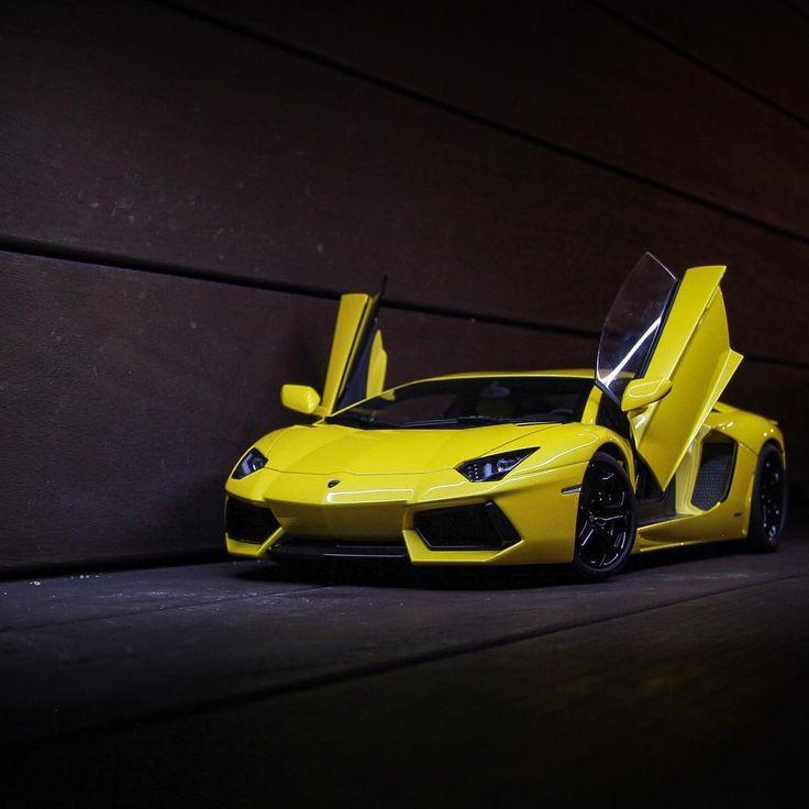 yellow banana 🍌#janana #lamborghini #aventador #lamborghiniaventador #gialloorion #autoart #diecast #modelcar #modelcars #diecastcars #118diecast #diecast118 #diecastphotography