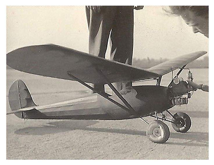 The following photographs were taken by Richard Trevithick. He accompanied the successful British Wakefield Team to Wayne County Airport in Detroit where the 1936 American National Championships were also taking place.