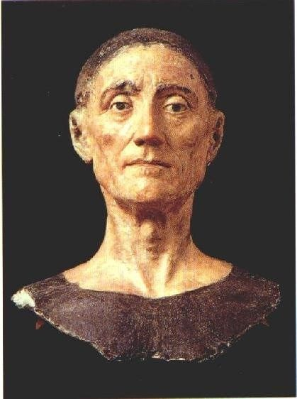 This is the death mask of King Henry VII, the first Tudor monarch - 1485 to 1509. It is said to be the finest death mask in existence. It's also unusual in that his eyes are open.