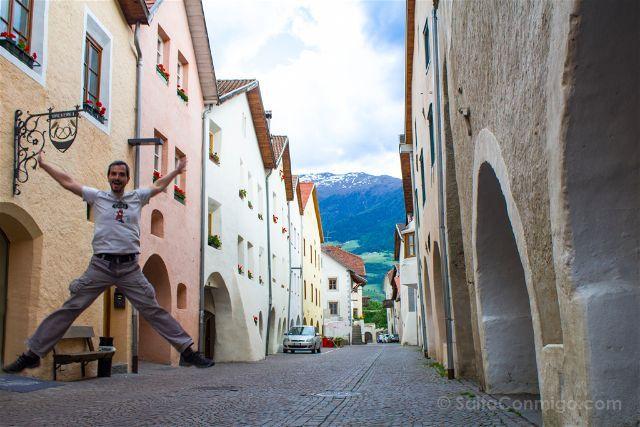 Si has visto nuestra ruta en coche por los Dolomitas y el Tirol del Sur, la provincia italiana de Bolzano, ya sabrás que uno de los objetivos de nuestro viaje era buscar pueblos con encanto. Y sí, lo conseguimos. Bueno, tenemos que admitir que fue muy fácil. Aquí te hablamos
