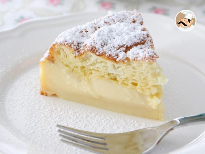 ¿Sabías que existen pasteles mágicos? Este, con la misma masa, salen del horno 3 pasteles en uno! Flan en la parte inferior, crema en el medio y bizcocho en la parte superior! ¿Que no te lo crees? Atento a la receta! Es muy fácil! :) - Receta Postre :...