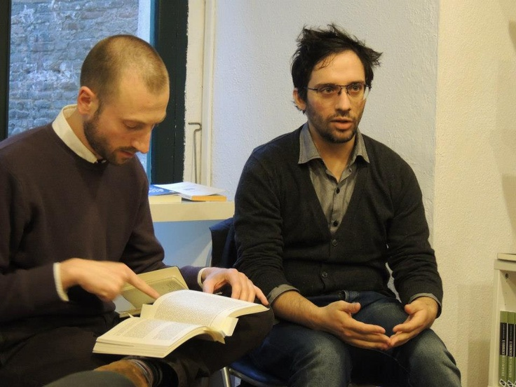 """""""Pazzi scatenati"""" alla Zona Libreria di Siena il 6 aprile 2013. Con Giuseppe Gori Savellini. — con Federico Di Vita"""