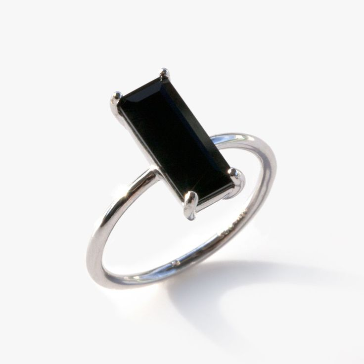 Black will never go out of style. With its timeless yet modern design the black onyx ivy ring is an ideal companion for practically any outfit. The super flattering baguette cut makes an elegant state