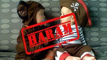 Katar İmamları Çocuk Giysilerinde Hayvan Resimlerini Yasakladı Yazar:MEIRA SVIRSKY, 17 Ocak 2017 Çeviren: Ercan Caner, sun savunma net, 4 nisan 2017 Katar imamları bir fetva yayımlayarak, Şeriat yasasına göre çocuk giysileri üzerinde hayvan resimlerine izin verilmediğini duyurdu. Bir hükümet kuruluşu olan Katar İslami Fetvalar Merkezi, çocuk giysileri üzerindeki hayvan resimleri hakkındaki soru üzerine bir fetva …