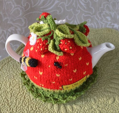 Strawberry Leaf Knitting Pattern : 1000+ images about Flower tea cosy on Pinterest Crochet ...