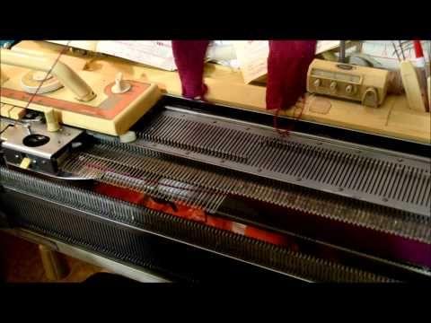 Вязание детской шапочки с ушками на вязальной машине Видео урок вязание на вязальной машине - YouTube
