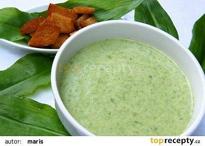 Polévka z medvědího česneku(brambory,šlehačka,muškátový oříšek)