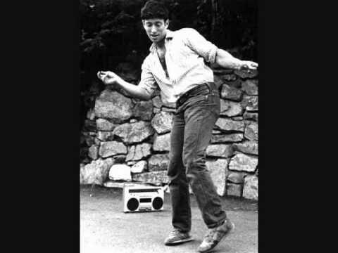 Fucking best playlist EVER. #jonathanrichman #seventiesacoustic #seventiesmusic #cheeryacoustic #summerlovin