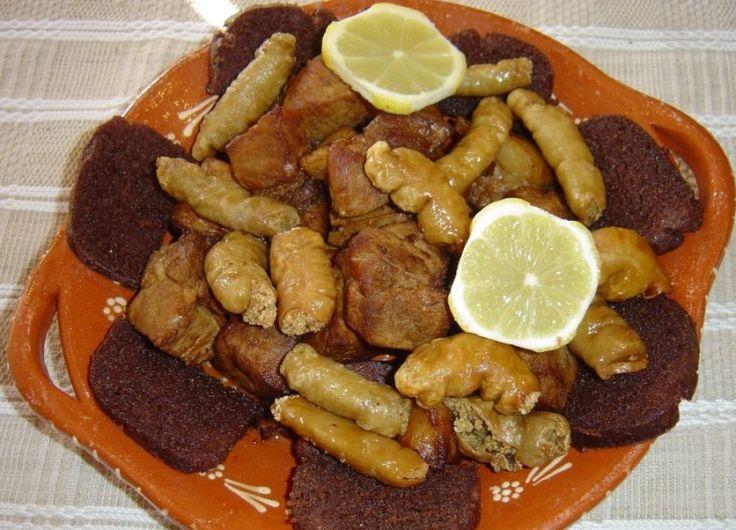 Rojões: Mais uma sugestão bem tradicional e deliciosa! Tradicionalmente é usado também o sangue do porco (não gosto), frito em banha os rojões (não ...