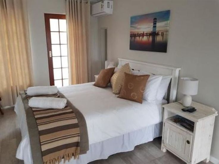 Outeniqua enRoute - Welcome to Outeniqua enRouteOuteniqua EnRoute Guesthouse is situated in George in the Western Cape Region, 3km from the Outeniqua Pass. Close to restaurants, golf courses and Hospital.  Stone's throw from ... #weekendgetaways #george #gardenroute #southafrica