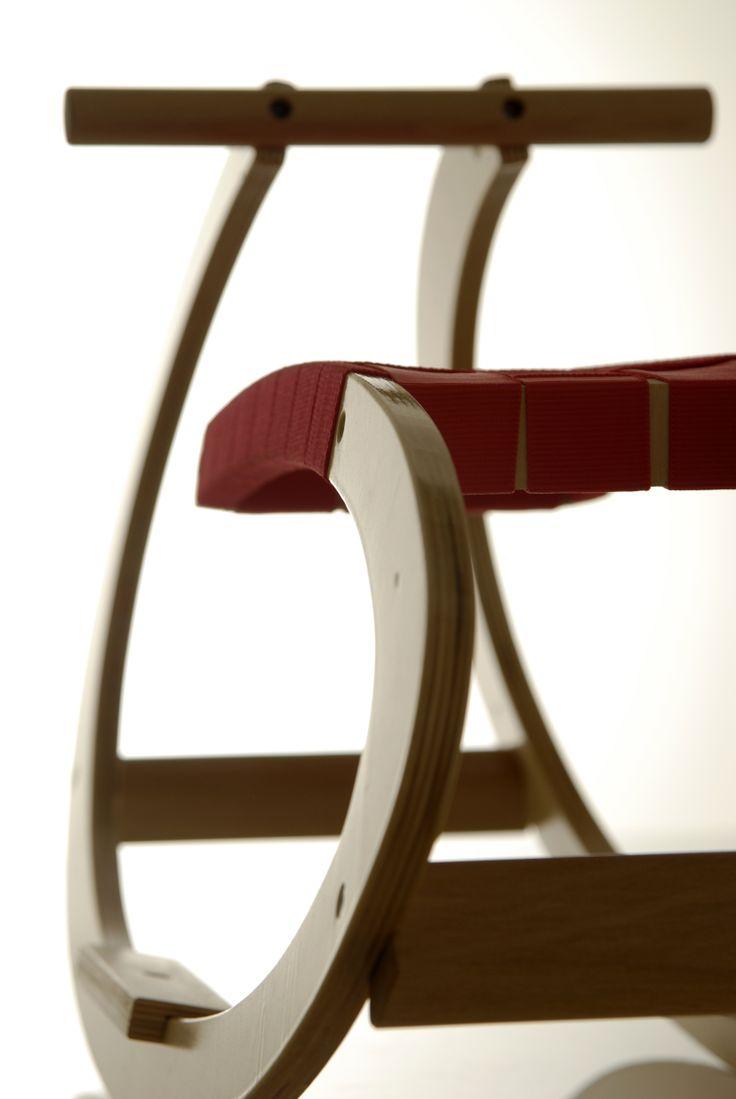 L'importanza dei dettagli : dondolo a legno di design