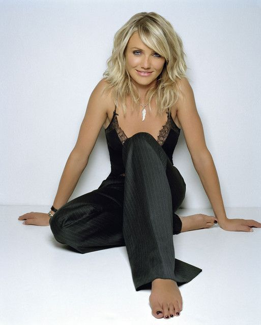 One of the best photo's I've ever seen of Cameron Diaz Too bad her fingernails weren't black too! (Leave it to me to notice ;-)