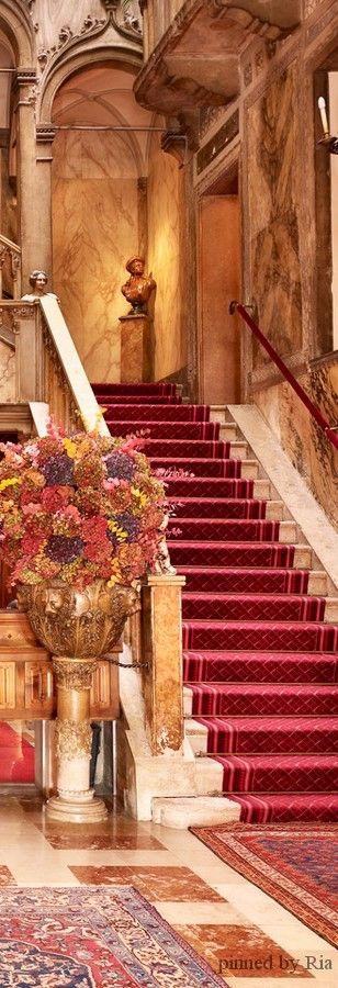 HOTEL DANIELI l VENEZIA , ITALIA l Ria Stairways, ideas, stair, home, house, decoration, decor, indoor, outdoor, staircase, stears, staiwell, railing, floors, apartment, loft, studio, interior, entryway, entry.