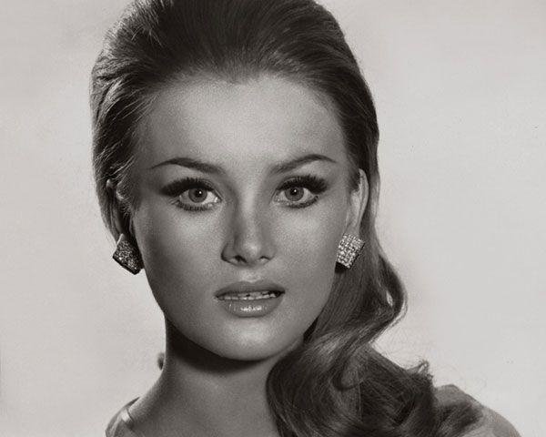 Barbara Bouchet Hairstyle 30 Stunning 60s Hairstyles