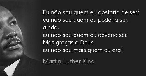 g Jr. (em inglês: Martin Luther King Day - MLK Day) é um feriado nacional estadunidense em homenagem a Martin Luther King Jr oficializado em 1983 sendo celebrado na terceira segunda-feira do mês de janeiro data próxima ao aniversário de King. É um dos três feriados nacionais dos Estados Unidos em comemoração a uma pessoa.  Linha do tempo do Dia de Martin Luther King:  1968 - Martin Luther King é assassinado; O deputado John Conyers D-Mich introduz uma legislação para comemorar o feriado…