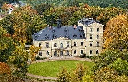 Your own castle, in central Bohemia! An idyllic setting with full facilities, the Chateau Mcely.