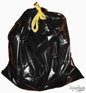 Для приготовления компоста садоводы изобрели удобный способ с применением черных полиэтиленовых пакетов. В магазинах их продают как пакеты для мусора. Лучше брать большие, емкостью 50-60 литров. Растительные остатки и пищевые отходы надо набить в пакет и увлажнить. Сверху завязать. С боков сделать отверстия для доступа воздуха. Снизу - небольшой разрез для стока лишней влаги. Положить пакет где-нибудь в укромное место, но так, чтобы на него попадало солнце. Черный пакет на солнце сил...