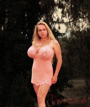 Busty Anneke Nude 39