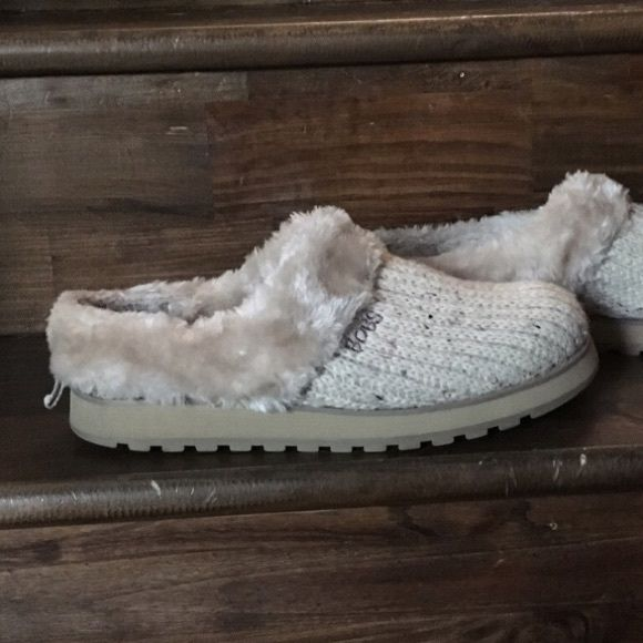 """Shop Women's Cream size 8.5 Flats & Loafers at a discounted price at Poshmark. Description: BOBS by Sketchers natural cream color sweater knit shoes. Lined with faux fur inside and sturdy rubber soles. Can be used as slippers but sturdy enough for every day shoes. Worn once, great condition! So soft and so comfortable!! Size 8, fits more like a 8.5, measures 11"""" long 👟 Check out more shoes/slippers in my closet 👟 💥 To Post Office same/ next day 💥 🔥 Smoke- free home..."""