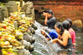 Tirta Empul temple is a temple that no Hindu religion pond used to spot clean or clear the mind<3