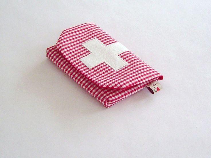 Erste-Hilfe-Tasche für unterwegs! Für Kinder und Erwachsene. Jeder der mit Kindern unterwegs ist, weiß wie hilfreich und tröstend ein Pflaster sei