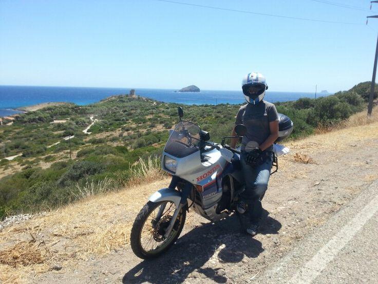 In #sardegna in cerca di #spiagge, mai mezzo fu più adatto. #honda #transalp 1987 ,26 anni e non sentirli!  #motoparti #moto #mototurismo #motorbikeriding #motobikertrip #motocicletta #motociclette #motorrad #motorradtour #motorbike #motorbikes #motorcycle #il_moto #inmoto #instamoto #instamotgallery #ontheroad #mototour #mototouring #viaggiinmoto #viaggi #viaggio #viaggiare #travel #europainmoto #italiainmoto #italia