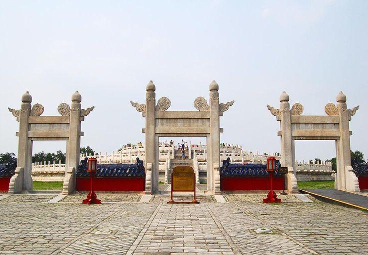 L'Altare Circolare del Tempio del Cielo meraviglia da vedere a #Pechino una città tanto vasta da essere grande quanto una nazione un mondo da scoprire che non lascerà deluso nessun visitatore: la #Cina! Presto sul blog vi parlerò della mia Pechino.