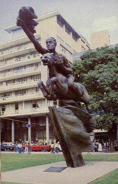 ¡¡¡¡¡PLAZA DE BOLIVAR-PEREIRA, Colombia1962!!!! La escultura de Simon Bolivar es del escultor antioqueño, Rodrigo Arenas Betancourt.
