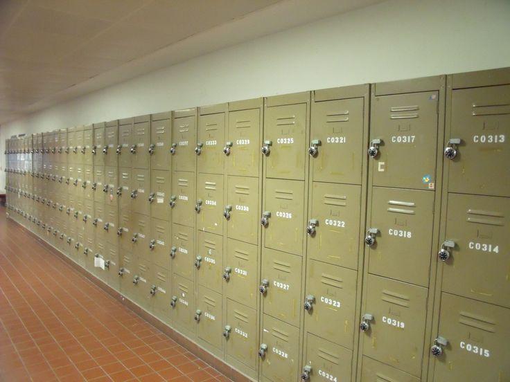 Védje szekrényét is a kíváncsi kezektől öltözőszekrényzárunk segítségével!  https://www.google.hu/search?hl=hu&tbm=isch&q=locker&oq=&gs_l=#imgrc=CRKV1D8d7kJMmM%3A