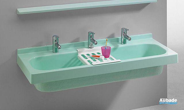 Romay propose un lavabo collectif très pratique pour les jardins d'enfants : facile d'entretien, résistant aux chocs, facile à poser...
