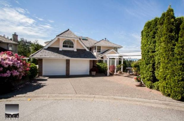5502 Westhaven Rd 2 bed suite This 2 bed/ 1 bath above ground walkout suite overlooks South-West to Bowen Islan.  Stainless steel appliances in the kitchen, in suite laundry and storage. Located minutes drive to Caulfeild Village Shopping Center, Upper Levels Hwy