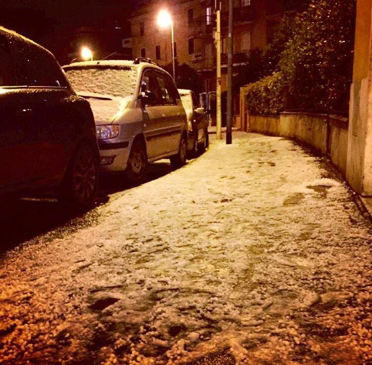 Via dei Gozzadini, hailstorm. #westside #hailstorm #rome