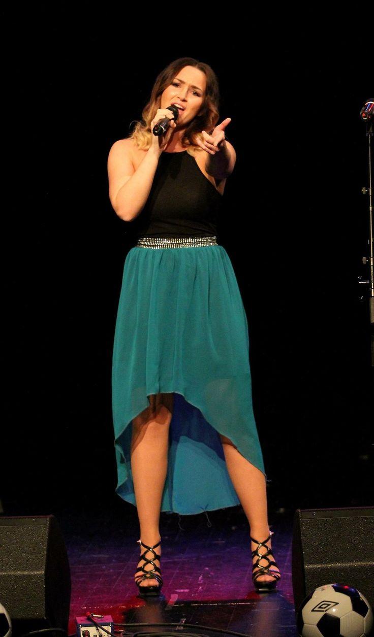 Singing at a consert