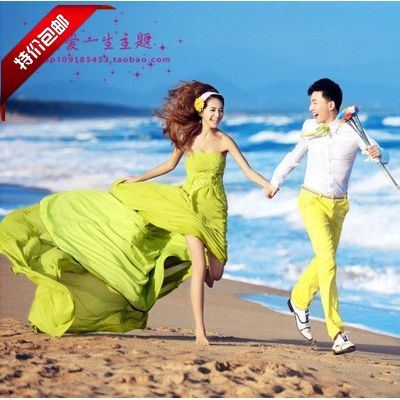위치 패션 노란색 쉬폰 웨딩 드레스의 바다 사진에 새로운 스튜디오 테마 커플 사진 전시회