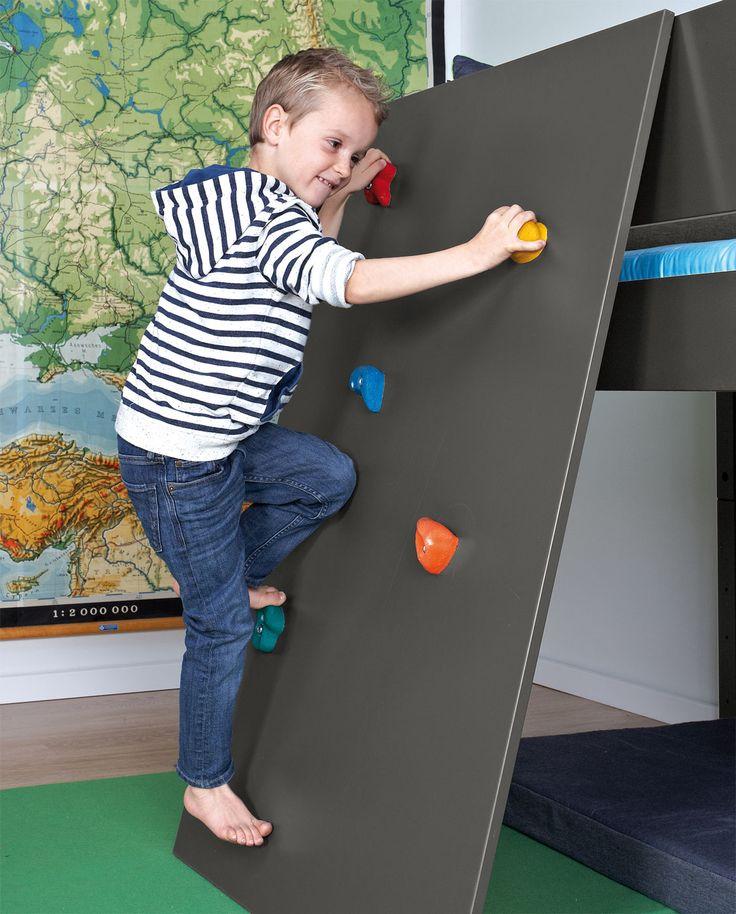 """Mini-Hochbett """"Kids Town"""" mit Kletterwand und bunten Klettergriffen   Betten.de #kindermöbel #kletterwand #kinderbett http://www.betten.de/hochbett-weiss-niedrig-mit-kletterwand-kids-town.html"""