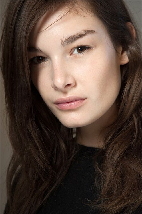 Here is a quick preview of beauty trends (hair and make up) from the fall winter catwalks: Natural Brows - Sopracciglia Naturali - New York A/W 2015-16