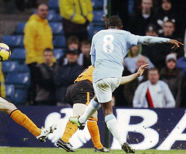 Man City 1 Hull City 1 in Nov 2009 at Eastlands. Shaun Wright-Phillips scores on the stroke of half time #Prem