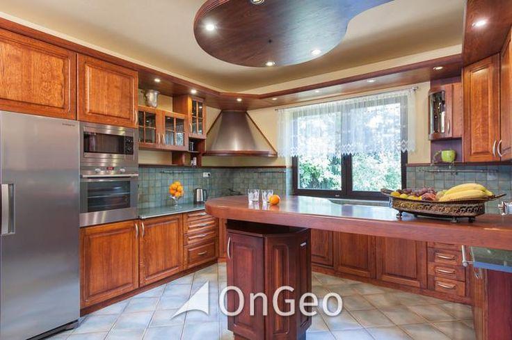 Dom na sprzedaż  Dom o powierzchni użytkowej 419 m2, parteru oraz niski parter, urządzony w klasycznym stylu. Wyposażony według najwyższych standardów oraz wysokiej jakości wykończenia: dębowe parkiety, drewniana stolarka okienna i drzwiowa. #domnasprzedaz #ongeo #wnętrza #kuchnia