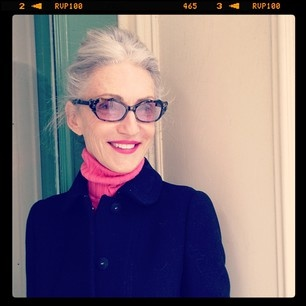 Styliste, Linda Rodin sait vieillir en beauté Stylist and beauty maven Linda Rodin, pretty in pink.