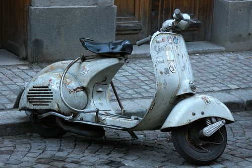Old Vespa by Ellefson, via Flickr