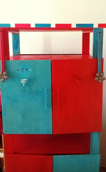 DIY shrine of Ta'amuz (modern polytheistic cult) in red and blue.   Zum Ritual der Schreinweihe: http://nebel-all-raunen.blogspot.de/2015/06/ritual-schrein-weihe-des-taamuz.html