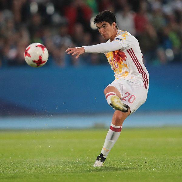 Spain's midfielder Carlos Soler plays the ball during the UEFA U-21 European Championship Group B football match Serbia v Spain in Bydgoszcz, Poland on June 23, 2017.  / AFP PHOTO / ROMAN BOSIACKI