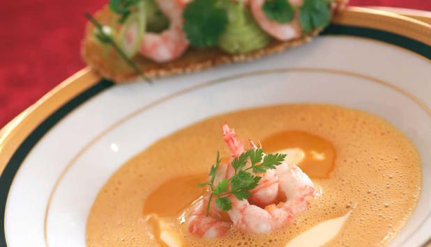 Skalldyrsuppe kokt på kraft av rekeskall gir en ekte god skalldyrsmak. Ta deg tid og kok kraften den tiden den skal ha. Dette er en suppe til fest.  #oppskrift