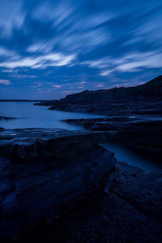 薄暮の岩礁