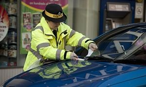 London  Traffic wardens will be replaced by unpaid police volunteers given additional powers to detain people for up to 30 minutes.