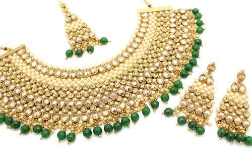 Champagne Gold Antique Gold Green Indian Bollywood Asian Bridal Necklace Jewellery Jewelry Statement Choker Necklace #GoldJewelleryAsian #GoldJewelleryChoker