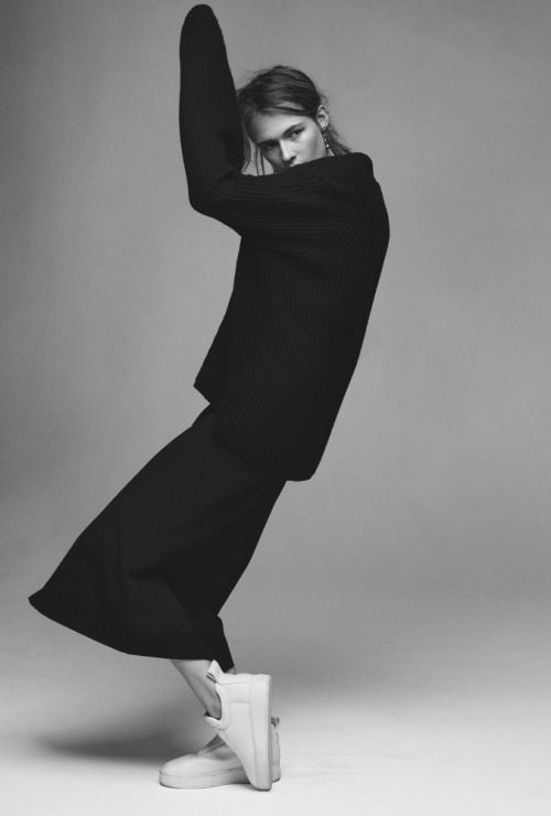 Chic Minimal Style - all black outfit & white sneakers; minimalist fashion editorial