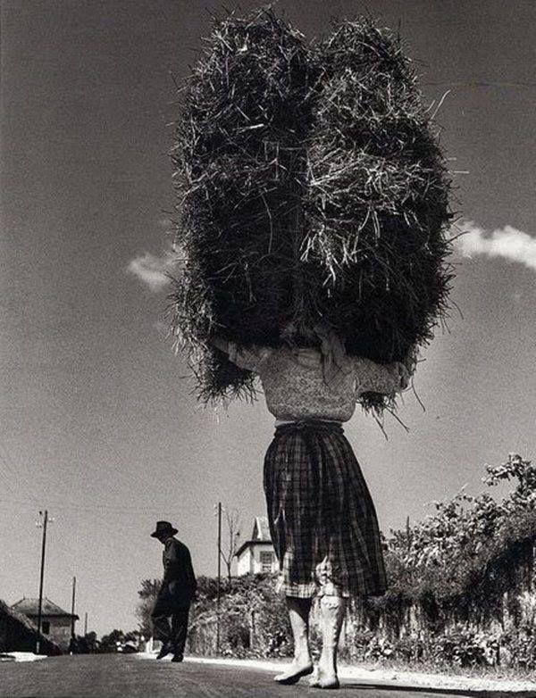 Jean Dieuzaide      Viana, Minho, Portugal, 1954.